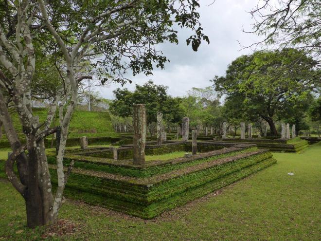 Alahana Pirivena in Polonnaruwa 1